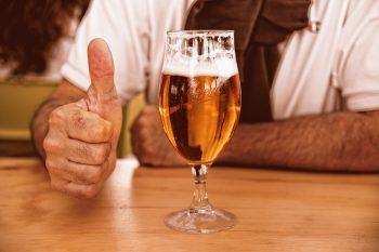 sklenice piva akce trubky